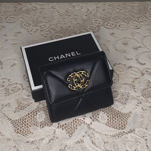 CHANEL - 19 SMALL FLAP WALLET Black